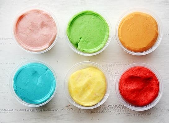 Massinha caseira (play-doh) colorida com Tang - Receita