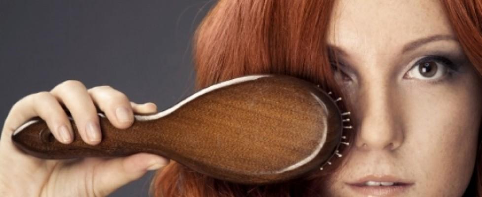 Aprenda a limpar a sua escova de cabelo!