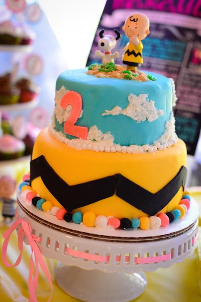 Bolo de aniversário: Snoopy e Charlie Brown