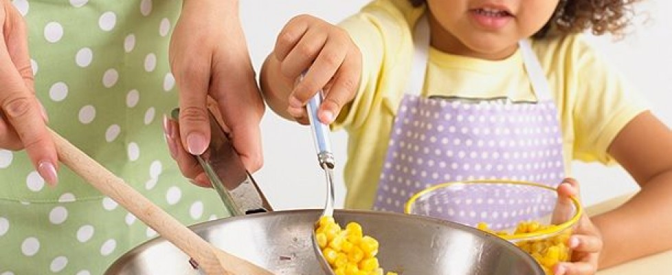 10 razões para começar a cozinhar com seu filho