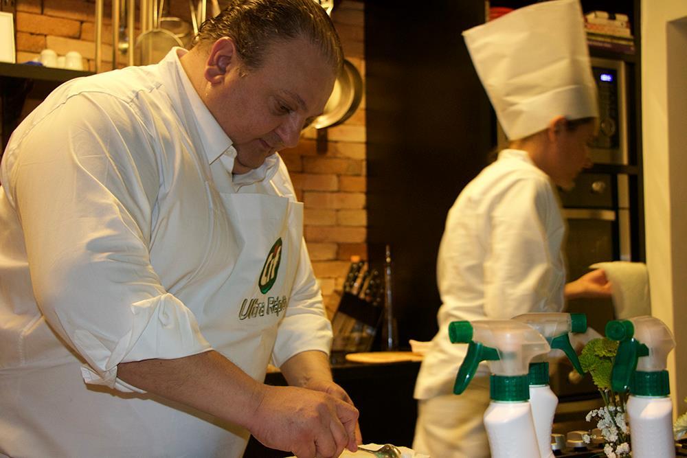 chef Erick Jacquin Cozinhando para os convidados da noite