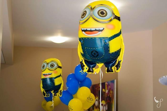balões personalizados festa minions