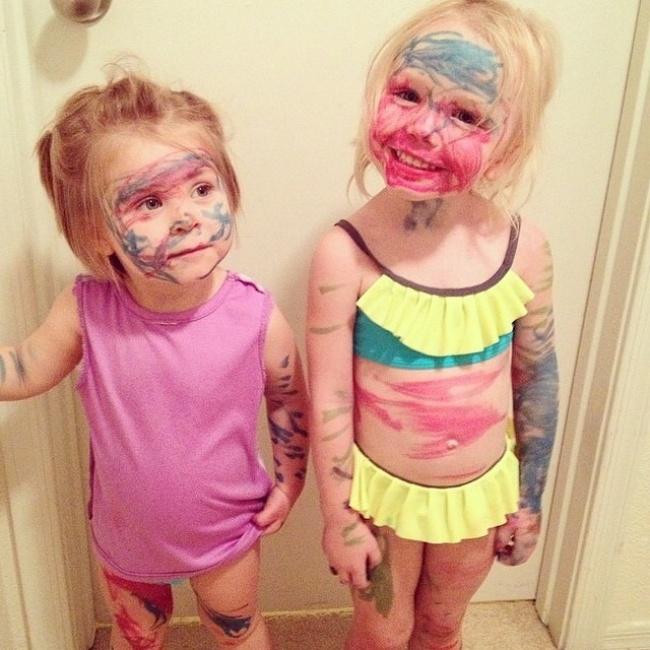 gurias garotas com o rosto pintado