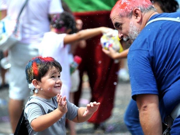 Carnaval ara crianças em Brasília bloco baratinha