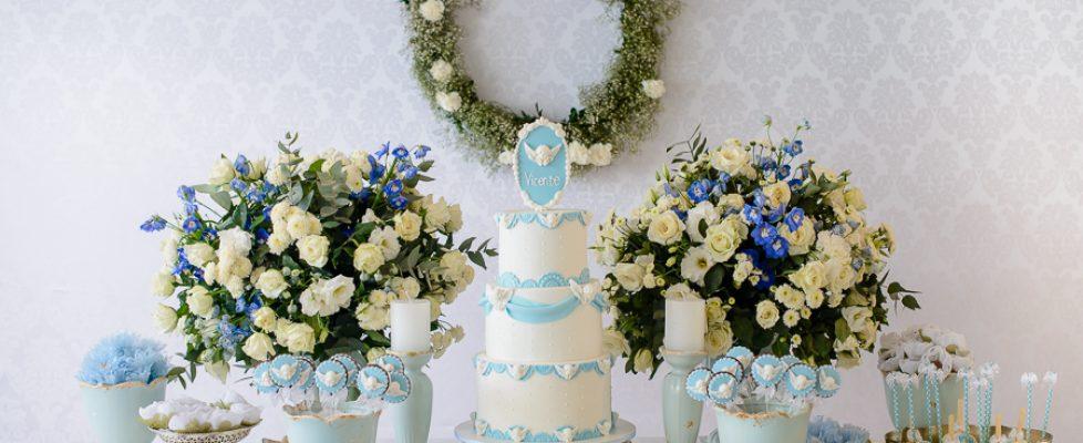 Batizado delicado nas cores azul e branco – Bolo de três andares